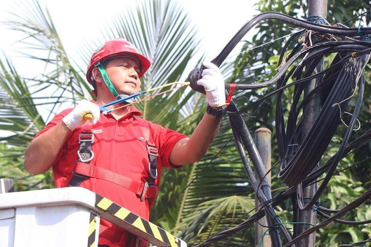 Executive Vice President (EVP) Telkom Regional 2 Teuku Muda Nanta saat melakukan shutdown di STO Meruya Jakarta, Selasa (28/5). Dengan modernisasi jaringan, masyarakat akan merasakan pengalaman baru menikmati layanan Information and Communication Technology (ICT) yang terintegrasi atau Internet of Things