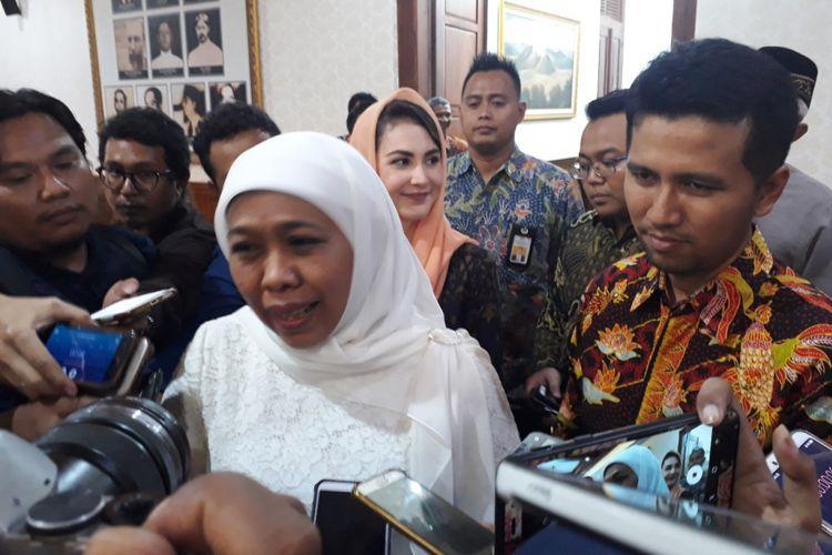 Padangan gubernur dan wagub Jatim terpilih, Khofifah Indar Parawansah dan Emil Elistyanto Dardak di Gedung Negara Grahadi Surabaya, Senin (11/2/2019) malam
