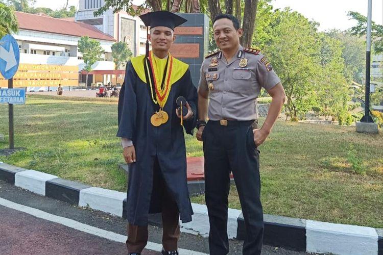 Lulusan Akpol terbaik 2019, M Idris bersama Kapolres Solok Selatan AKBP Imam Yulisdianto (Dok Humas Polres Solok Selatan)