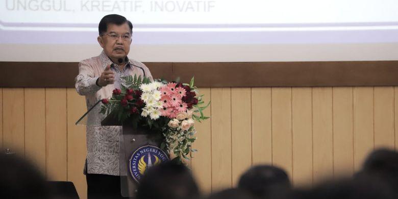 Wakil Presiden Jusuf Kalla saat menjadi pembicara utama Seminar Nasional Dies Natalis Universitas Negeri Yogyakarta (UNY) di Ruang Sidang Utama Rektorat UNY, Sabtu (04/05/2019).