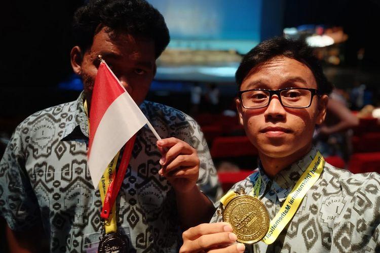 Dua siswa Sekolah Menengah Atas Negeri (SMAN) 1 Sumedang, Dadang Hawari dan Revaldi Kurniawan berhasil meraih medali dalam ajang International Mathematical Olympiad (TIMO) yang diselenggarakan di Phuket, Thailand (7/4/2019).