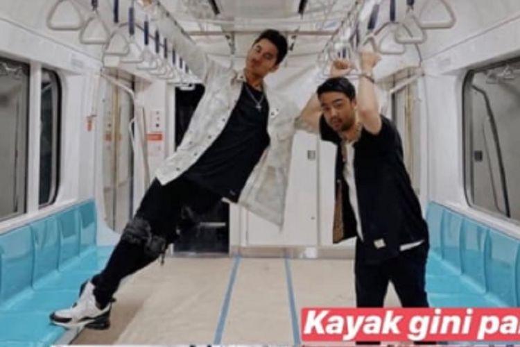 Foto yang menunjukkan influencer bernama Aqsa Aswar menginjak kursi kereta MRT beredar di sosial media sejak Senin (28/1/2019).