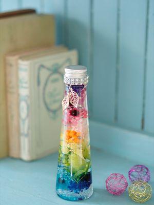 """""""Herbarium, Happy Rainbow"""" yang menggambarkan warna pelangi"""