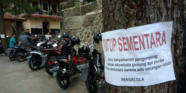 Papan Pengumuman Penutupan Aktivitas Pendakian di Kawasan Gunung api Purba Nglanggeran, Patuk, Gunungkidul