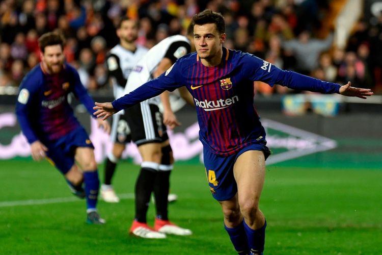 Philippe Coutinho merayakan gol Barcelona ke gawang Valencia pada semifinal Copa del Rey di Stadion Mestalla, Kamis (8/2/2018).