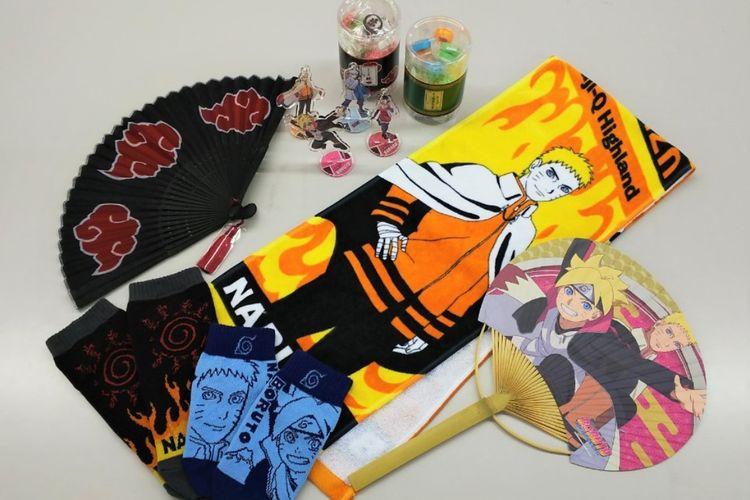 Dari atas: Kintaro Candy Set (770 yen), gantungan kunci Acrylic Stand-ball (540 yen), Kipas tangan (2.160 yen),  Handuk (1.560 yen), Kipas Uchiwa (650 yen). Harga belum termasuk pajak.