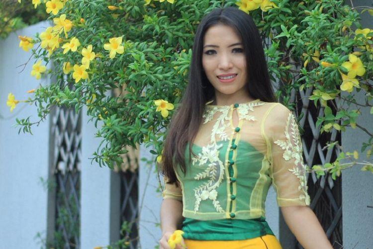 Nang Mwe San (29), seorang dokter yang juga berprofesi sebagai model.