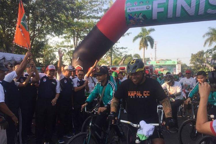 Taman Makam Pahlawan Pancaka Tirta (TMP), Tabanan, pada Minggu (30/9/2018), menjadi lokasi start Sepeda Nusantara 2018 etape Bali.