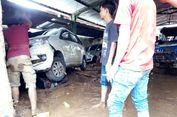 Belasan Mobil yang Menumpuk Akibat Tersapu Banjir Bandang Mulai Dikeluarkan