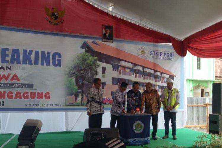 Kementerian PUPR melalui Ditjen Penyediaan Perumahan membangun rumah susun sewa bagi mahasiswa STKIP PGRI di Kabupaten Tulungagung, Jawa Timur