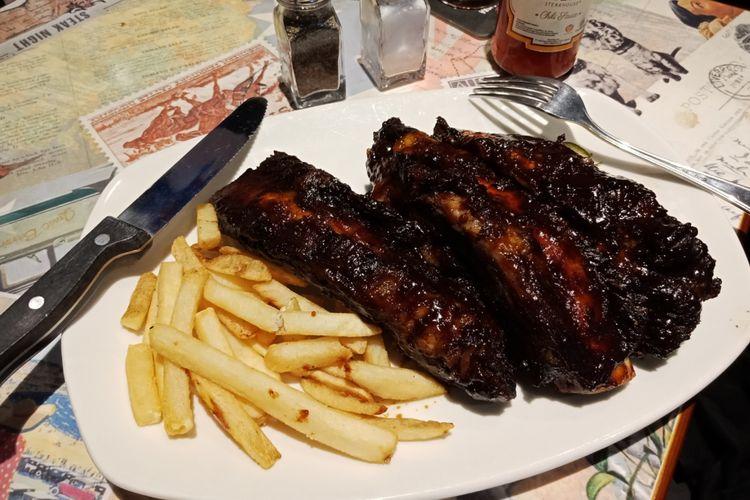 Hidangan BBQ Beef Ribs dengn porsi yang besar, sebagai cirikhas Outback Staekhouse yang telah membuka gerai barunya di Pasaraya Blok M, pada Rabu (14/3/2018).