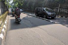 Hati-Hati, Jalan Patal Senayan Berlubang Sepanjang 3 Meter