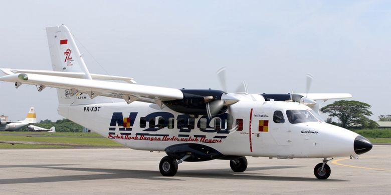 Pesawat N219 meninggalkan Lanud Halim Perdanakusuma, Jakarta usai saat pemberian nama dan uji terbang, Jumat (10/11/2017). Pesawat N219 adalah pesawat buatan lokal, kolaborasi antara PT Dirgantara Indonesia (DI) bekerjasma dengan Lembaga Antariksa dan Penerbangan Nasional (Lapan). KOMPAS IMAGES/KRISTIANTO PURNOMO