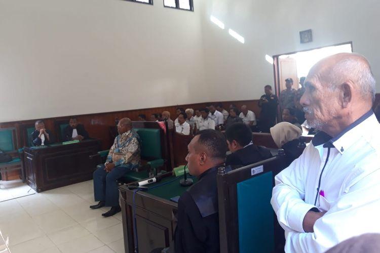 Suasana pembacaan putusan kasus tindak pidana pemilu Bupati Merauke, Frederikus Gebze sebagai terdakwa di Pengadilan Negeri Merauke, Papua (19/06/2019)