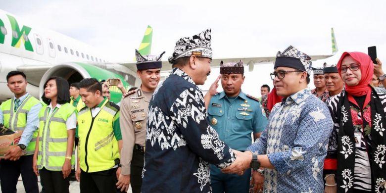 Menteri Pariwisata Arief Yahya dan Bupati Banyuwangi Abdullah Azwar Anas saat penerbangan perdana Citilink rute Banyuwangi-Kuala Lumpur, Rabu (19/12/2018).