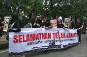 Protes Anies soal Reklamasi, Massa Bentangkan Spanduk 'Maju Pantainya, Sengsara Warganya'