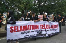 Protes Anies soal Reklamasi, Massa Bentangkan Spanduk