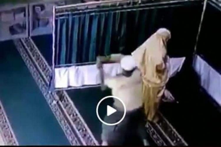 Viral, video pemukulan wanita yang sedang shalat di Samarinda