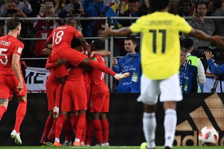 Para pemain Inggris merayakan gol penalti Harry Kane ke gawang Kolombia pada pertandingan babak 16 besar Piala Dunia 2018 di Stadion Spartak, 3 Juli 2018.