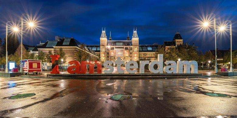 Papan I amsterdam di depan Rijksmuseum, Amsterdam, Belanda.