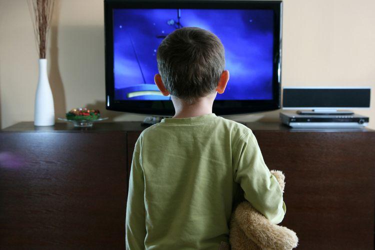Ilustrasi anak nonton TV