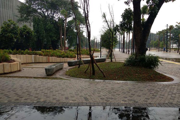 Tempat istirahat di sekitar Stadion Utama Gelora Bung Karno