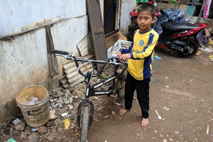 Muhammad Saputra, bocah 12 tahun yang berjuang cari nafkah dengan berjualan cilok keliling sepeninggalan orang tuanya