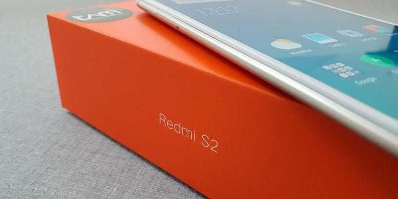 Melihat Isi Kemasan Xiaomi Redmi S2