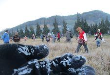 Berburu Embun Es di Dieng, Jangan Lupa Jajal Hangatnya Mi Ongklok