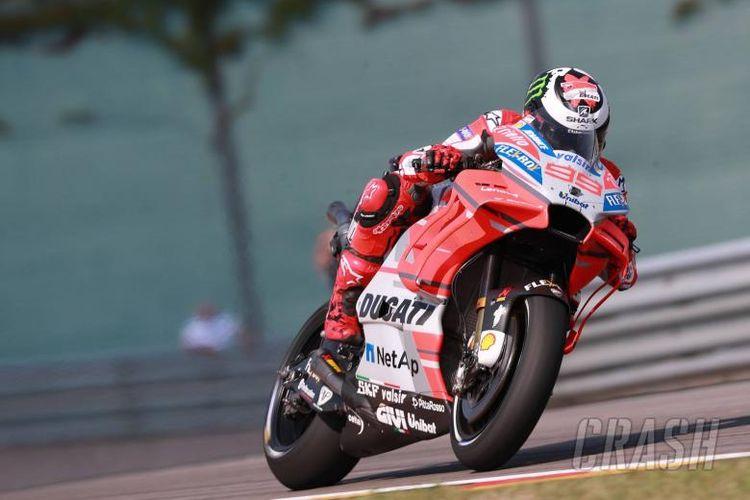 Pebalap Ducati Jorge Lorenzo saat menjalani sesi latihan bebas di Sirkuit Sachsenring, Jerman, Jumat (13/7/2018).