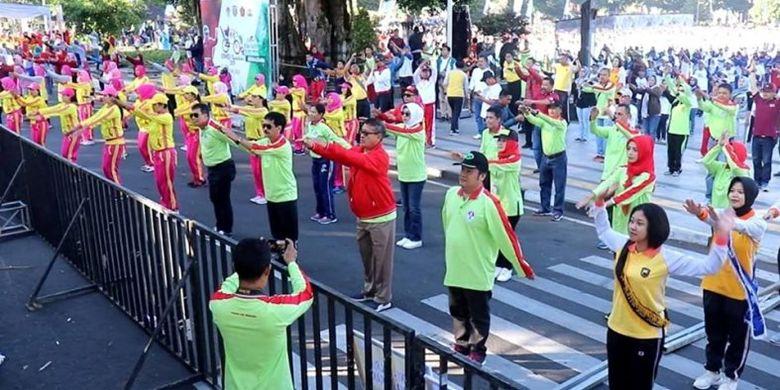 Kegiatan yang berlangsung di alun-alun Kota Wonosobo pada Sabtu (29/6/2019) itu, awalnya ditargetkan hanya diikuti oleh 10.000 peserta, namun pada pelaksanaannya justru bertambah diangka 2.500 orang lebih yang diikuti dari beragam latar belakang,