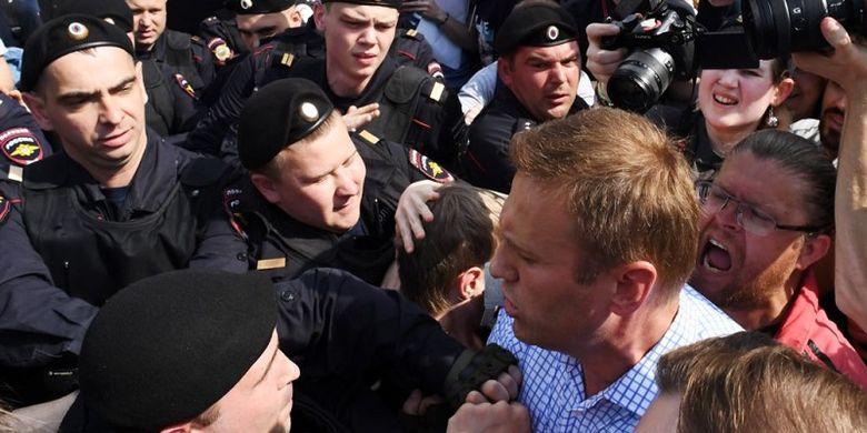 Jelang Pelantikan Putin, Polisi Rusia Tangkap 350 Demonstran