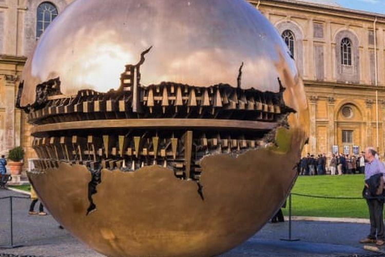 Salah satu koleksi Museum Vatikan di Vatikan.
