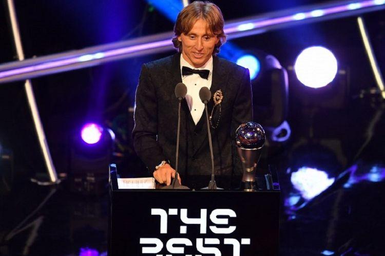 Gelandang Real Madrid dan Timnas Kroasia, Luka Modric, terpilih sebagai Pemain Terbaik Dunia pada acara penganugerahan The Best FIFA Football Awards di London, 24 September 2018.