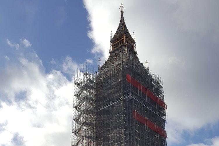 Elizabeth Tower dan Big Ben, ikon ternama di London, Inggris, sedang menjalani renovasi. Proses renovasi sudah dimulai sejak Agustus 2017 lalu dan dijadwalkan rampung pada tahun 2021.
