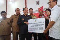 Mensos Serahkan Bantuan Rp 6,9 Miliar untuk Korban Sinabung