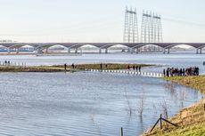 Meski Dihadang Banjir, Jembatan di Belanda Masih Bisa Dilewati