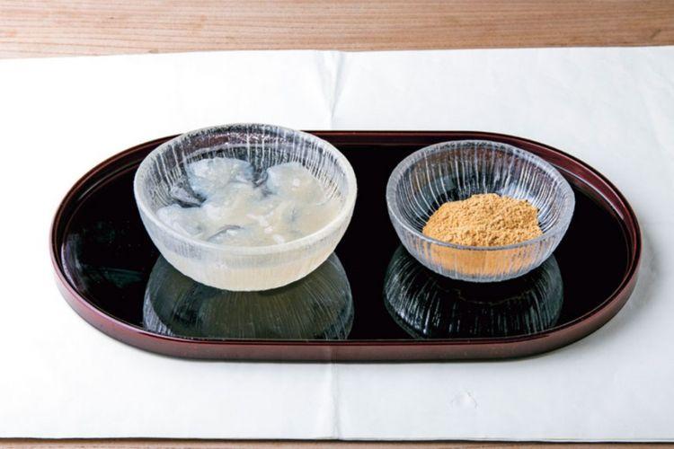 Hidangan kudzu mochi yang dibuat dari tepung hon-kudzu