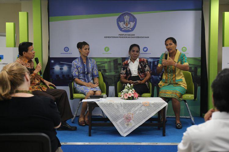 Guru-guru Sumba Barat Daya dan Sumba Timur membagikan pengalaman mereka dalam Temu INOVASI di Kemendikbud (13/9/2018)