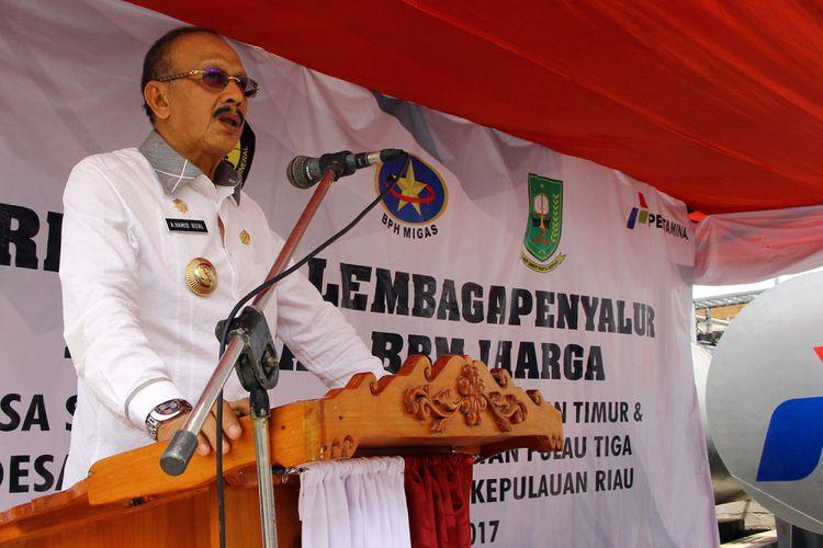 Bupati Natuna Hamid Rizal saat memberikan sambutan di acara peresmian BBM satu harga di Natuna. Hamid meminta agar PLN Rayon Natuna di periksa terkait seringnya terjadi pemadaman Listrik di Natuna.