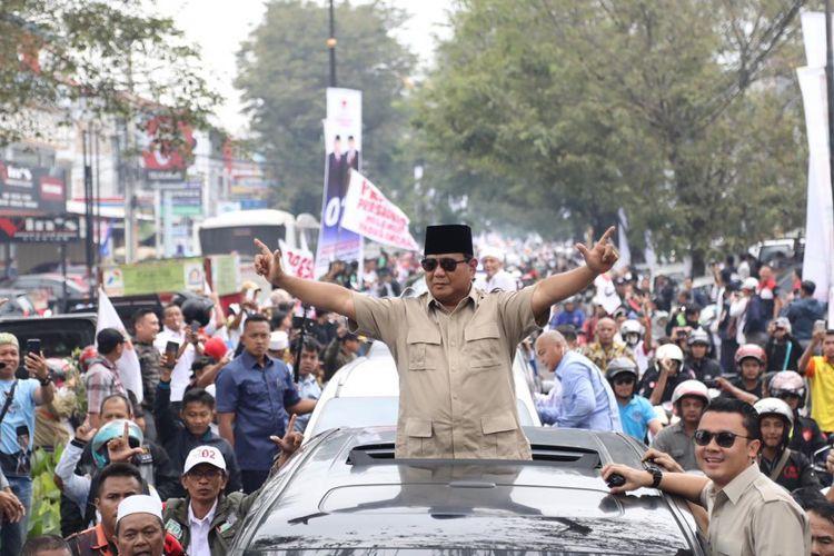 Calon presiden nomor urut 02 Prabowo Subianto berkunjung ke Kabupaten Cianjur, Jawa Barat, untuk menghadiri acara Prabowo Menyapa Rakyat Jawa Barat di Gedung Serbaguna Assakinah, Cianjur, Selasa (12/3/2019).