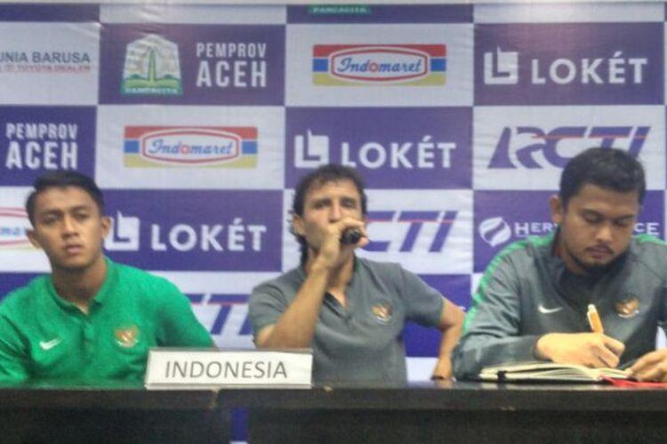 Sesi jumpa pers timnas Indonesia pasca-laga kontra Brunei dalam Aceh World Solidarity Games 2017 di Stadion Harapan Bangsa, Banda Aceh, Sabtu (2/12/2017).