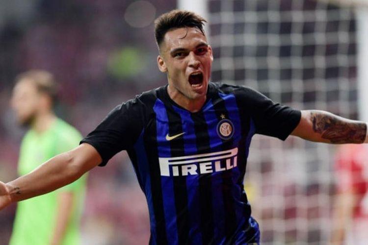 Selebrasi striker Inter Milan, Lautaro Martinez, selepas mencetak gol ke gawang Atletico Madrid dalam partai International Champions Cup di Wanda Metropolitano, Madrid, 11 Agustus 2018.
