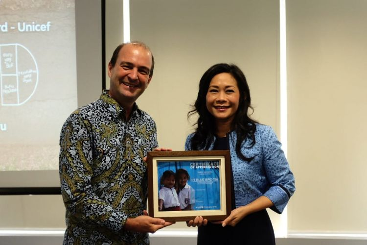 Penandatanganan kerja sama antara PT Blue Bird Tbk dengan UNICEF di Jakarta, Rabu (19/12/2018).