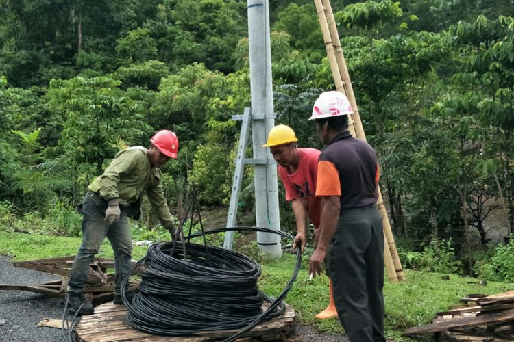 Program Listrik Desa Disambut Bahagia Warga Desa Kamiri Sulawesi Selatan
