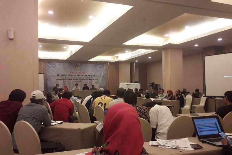 Suasana rapat pleno rekapitulasi hasil penghitungan suara Pemilu 2019 tingkat Kota Jakarta Timur, Jumat (10/5/2019).