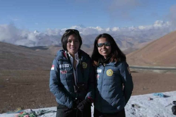 Tim The Women of Indonesia?s Seven Summits Expedition Mahitala-Unpar (WISSEMU) telah sampai di Everest Base Camp (EBC), Tibet, Kamis (19/4/2018).