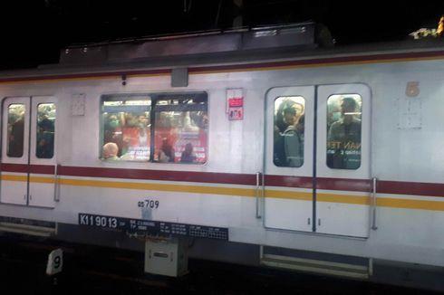 KRL yang Alami Gangguan di Stasiun Lenteng Agung Sempat Keluarkan Asap