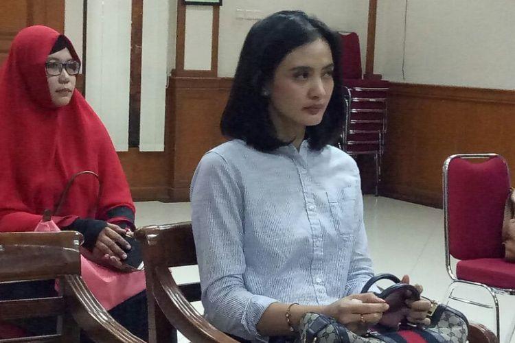 Ade Maya saat menghadiri sidang cerai pertamanya dengan Ibnu Jamil di Pengadilan Agama Jakarta Selatan, Kamis (14/9/2017).