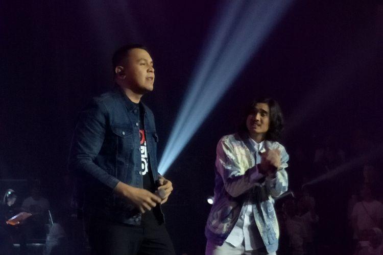 Grup band Sheila on 7 bersama Tulus dalam konser Sebuah Kisah Klasik di Balai Sarbini, Semanggi, Jakarta Selatan, Jumat (14/8/2018).